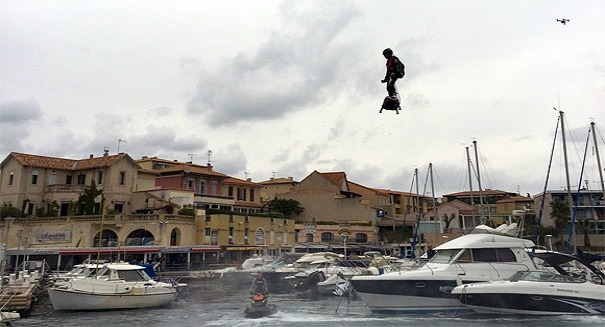French jet ski champion smashes world hoverboard record [Video]