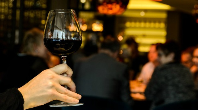 New research: Wine served in large glasses will make you drink more